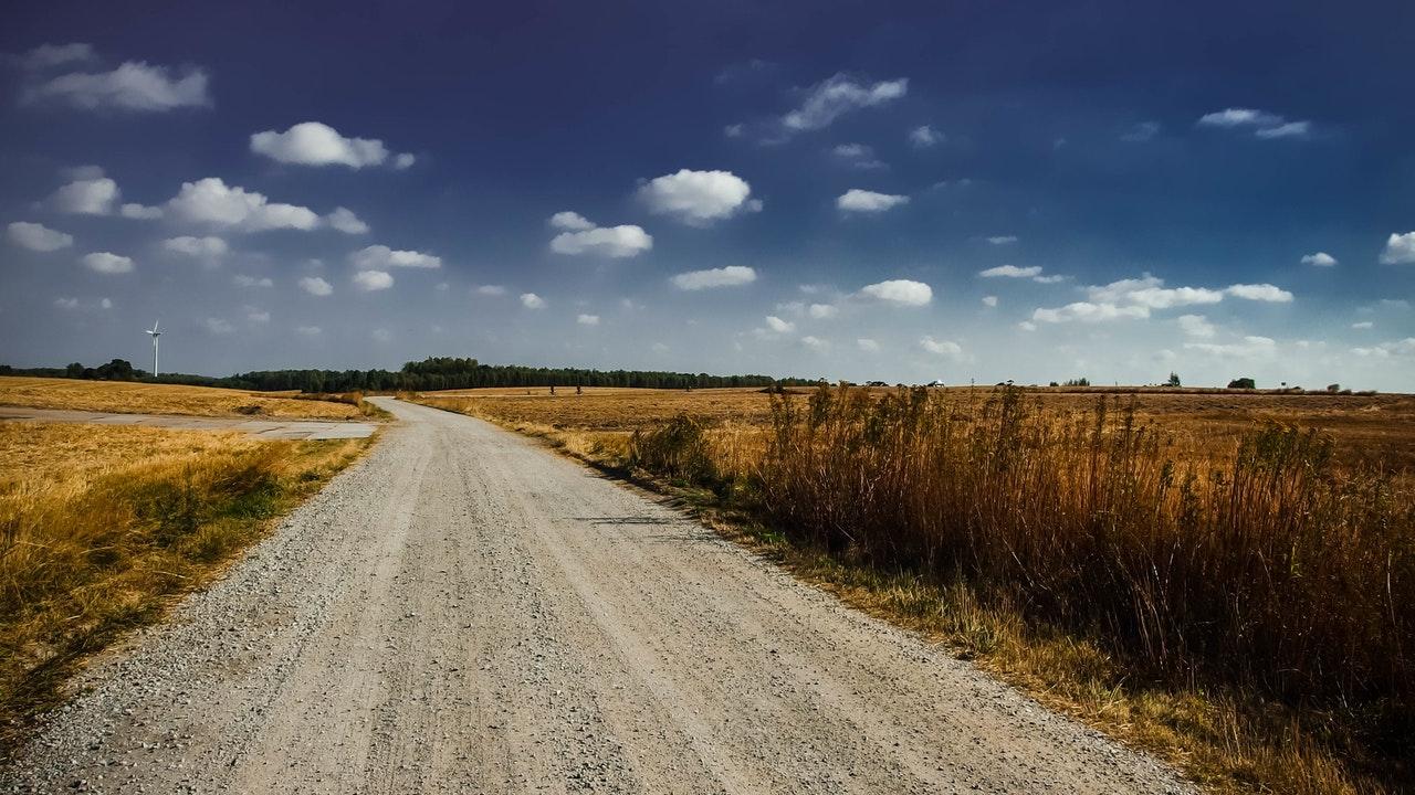służebność drogi koniecznej a księgi wieczyste
